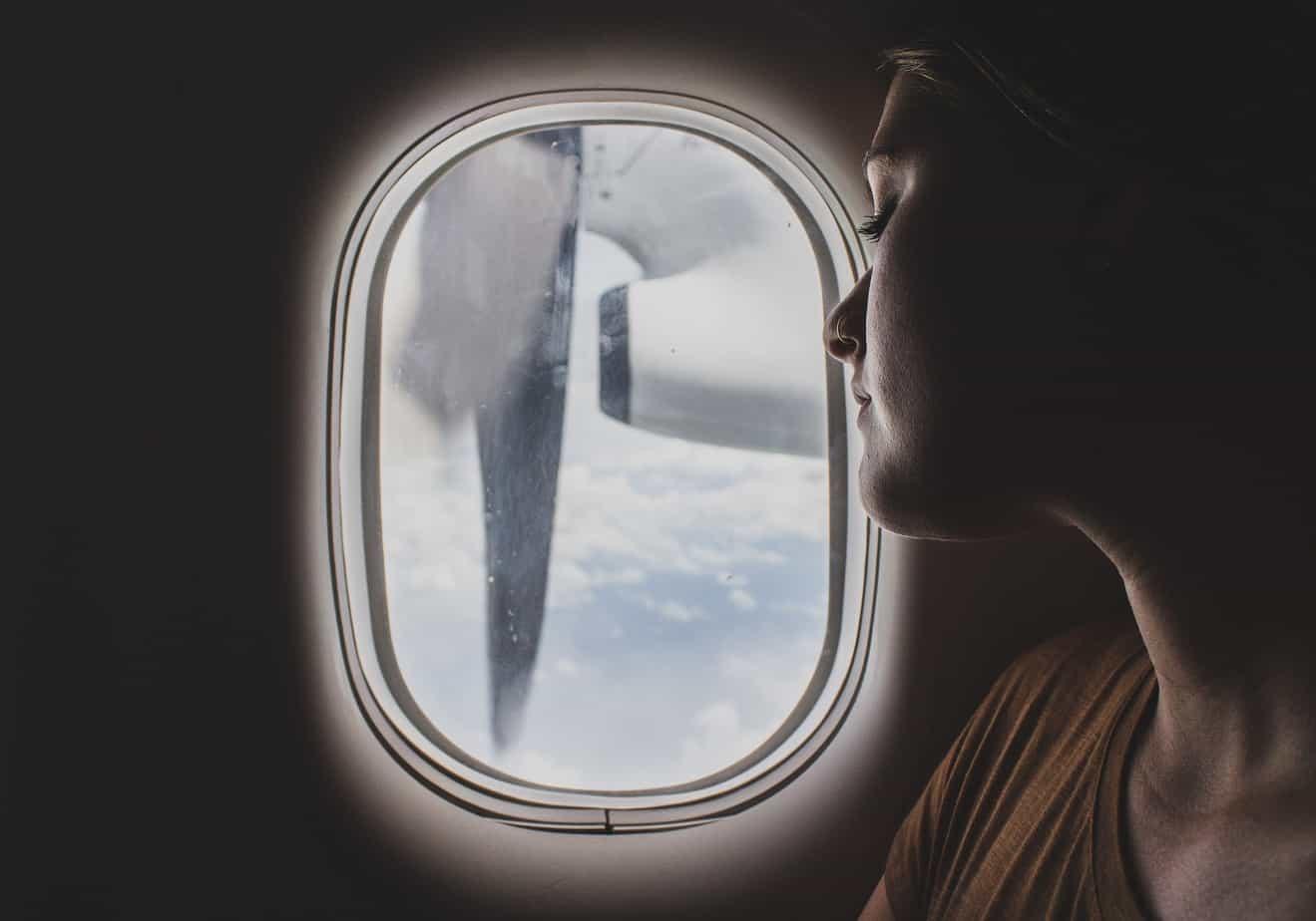 Trucs et astuces pour dormir dans un avion et arriver à destination reposé