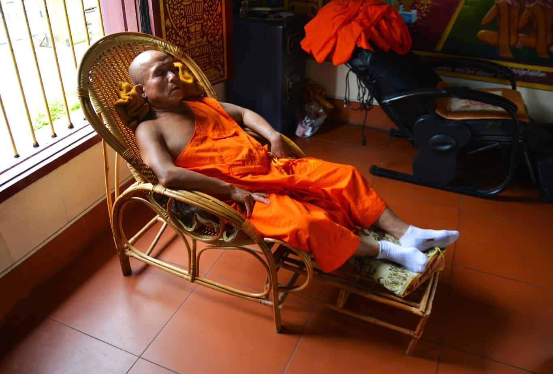 coucher allonge dos incliné chaise remede insomnie douleur du dos